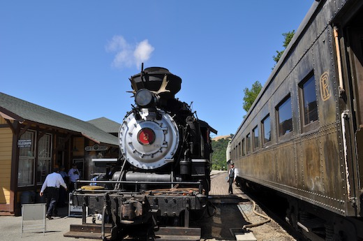 Steam train at Niles Canyon Railway